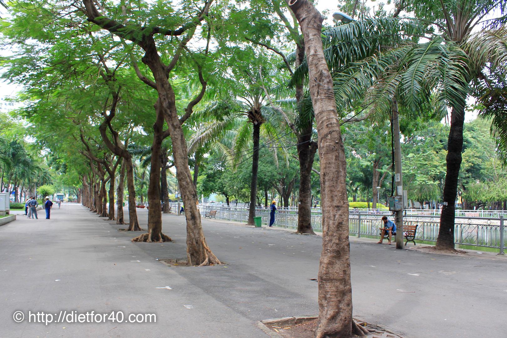 9月23日公園:フォングーラオ通り側