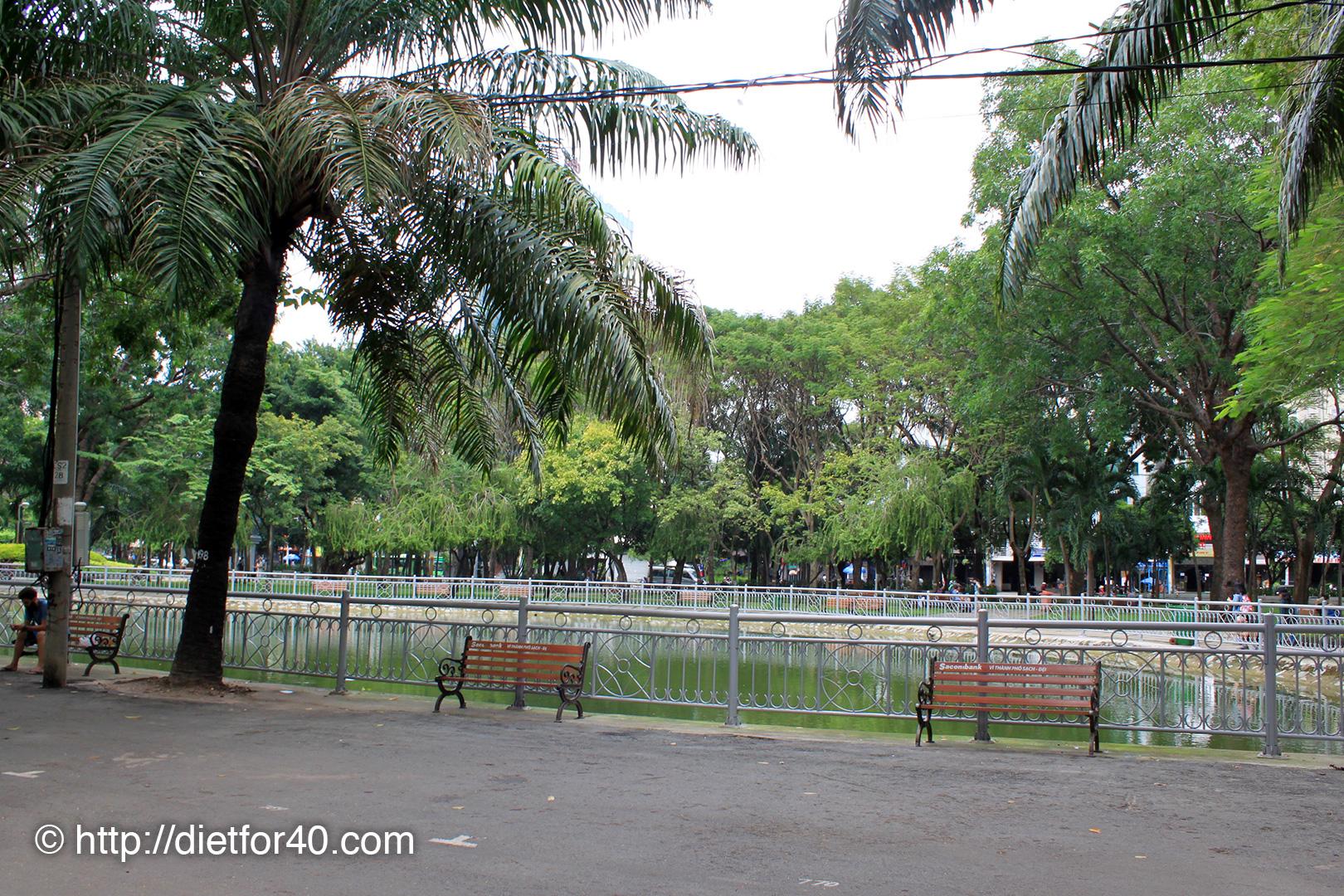 9月23日公園:フォングーラオ通り側ベンチ