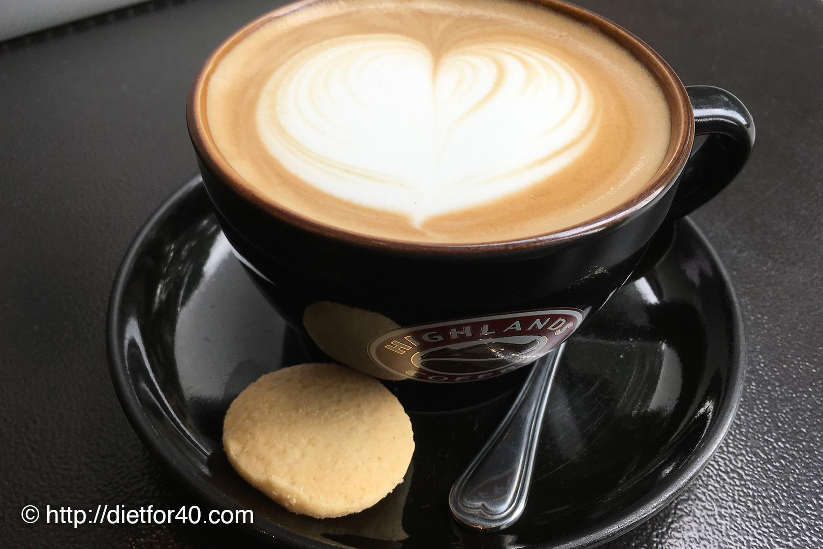カフェ「Highlands Coffee」は人気店